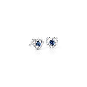 Petites puces d'oreille forme cœur serties pavé de diamants et saphirs bleus en or blanc 14carats (2,5mm)