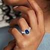Bague diamant à trois pierres et saphir bleu taille coussin en platine (3,10cts au centre)