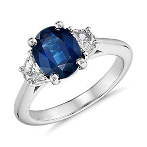 Bague diamant en forme de demi-lune et saphir bleu en platine (9 x 7 mm)