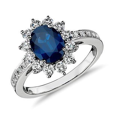 18k 白金椭圆形蓝宝石与钻石光环戒指(8x6毫米)