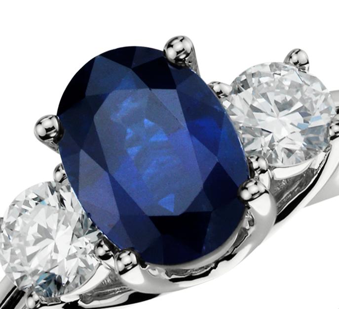Bague diamant et saphir bleu en or blanc 18carats (7x5mm)