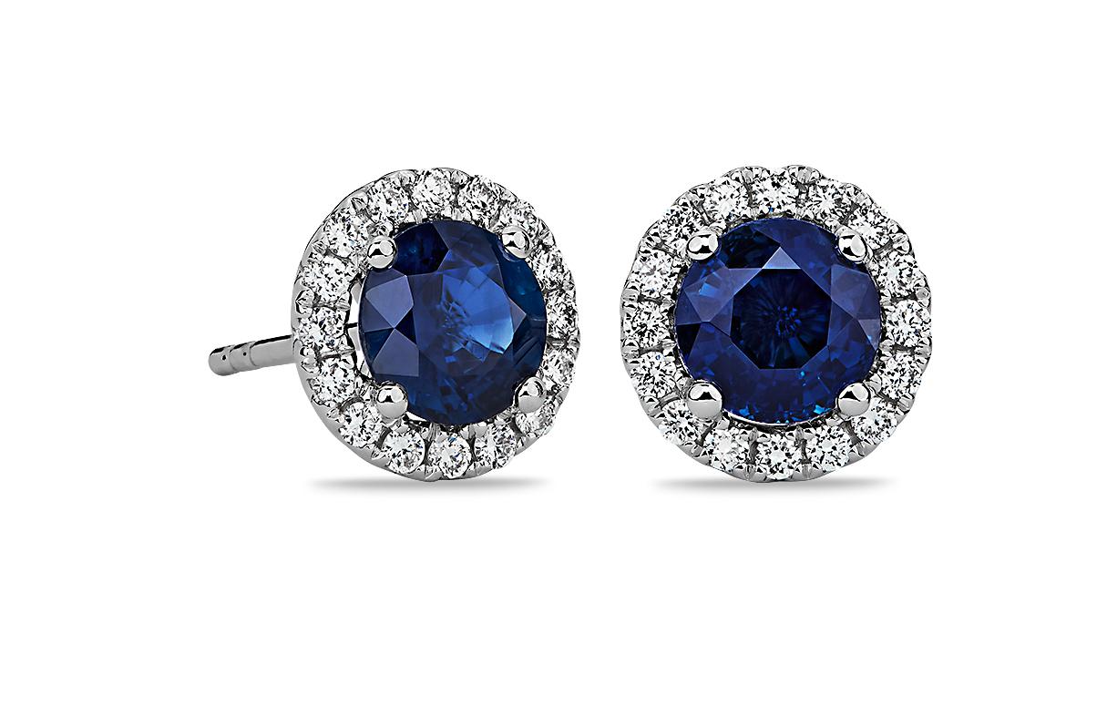 Puces d'oreilles en diamants sertis micro-pavé et saphir en or blanc 18carats (5mm)