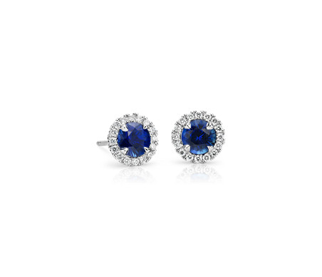 Puces d'oreilles saphir et halo de diamants sertis micropavé en or blanc 18 carats (5 mm)