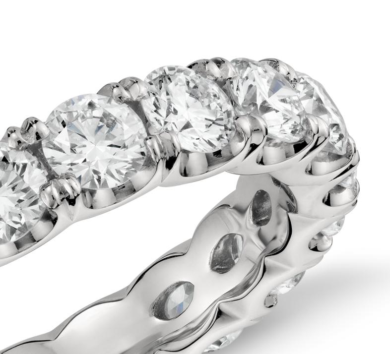 Bague d'éternité diamant griffe festonnée Blue Nile Studio en platine (3carats, poids total)