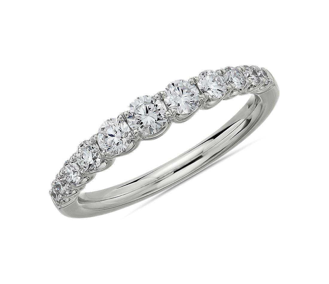 Selene Graduated Diamond Anniversary Ring in Platinum (5/8 ct. tw.)