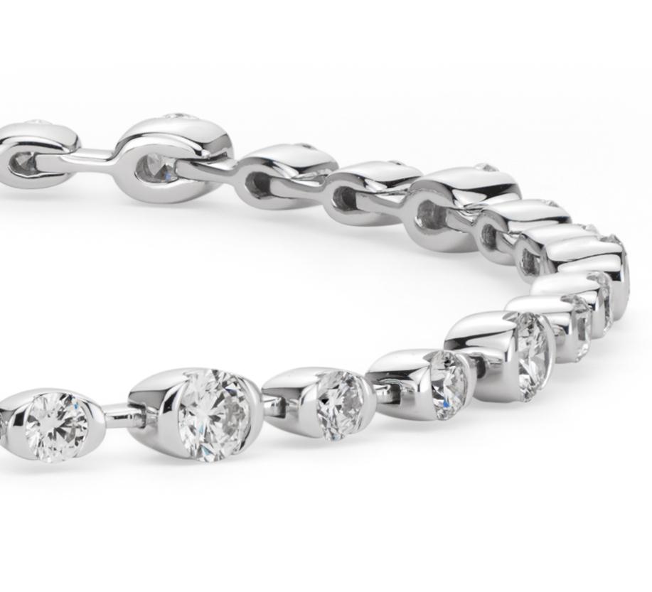 Brazalete de semibisel de diamantes en oro blanco de 18 k