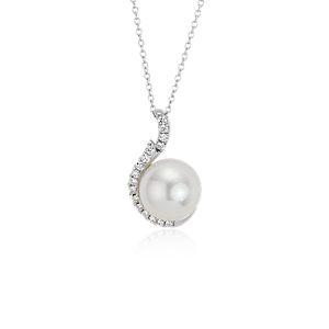 Colgante de diamante y perlas cultivadas de los mares del Sur en oro blanco de 18 k (9mm)