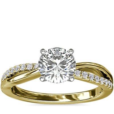 NUEVO. Anillo de compromiso con cuerpo plano y cuerpo dividido con pavé de diamantes, en oro amarillo de 14k (1/10 qt. total)