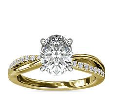 Anillo de compromiso con cuerpo plano y cuerpo dividido con pavé de diamantes en oro amarillo de 14k (1/10 qt. total)