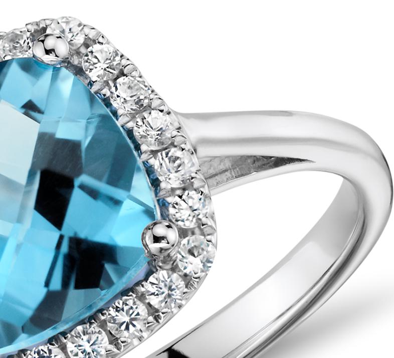 Bague diamant et topaze bleue suisse coupe coussin en or blanc 14carats (0,17carat, poids total)