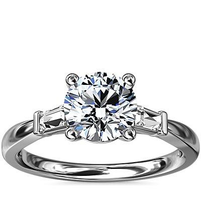 18k 白金尖頂長方形鑽石訂婚戒指(1/6 克拉總重量)