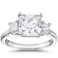Bague de fiançailles trois diamants taille princesse de la Gallery Collection en platine
