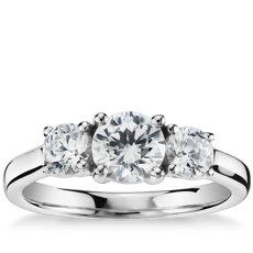 铂金三石钻石订婚戒指