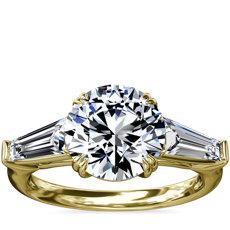新款 18k 金三石尖顶长方形订婚戒指(5/8 克拉总重量)