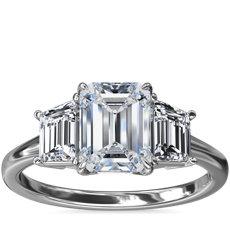 新款铂金三石梯形辅石钻石订婚戒指(1/2 克拉总重量)