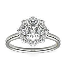 Anillo de compromiso de diamantes con halo floral ZAC de Zac Posen en oro blanco de 14 k