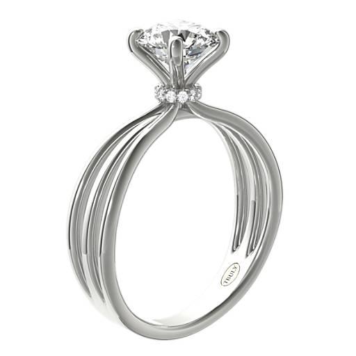 Anillo de compromiso triple con diamante solitario ZAC de Zac Posen