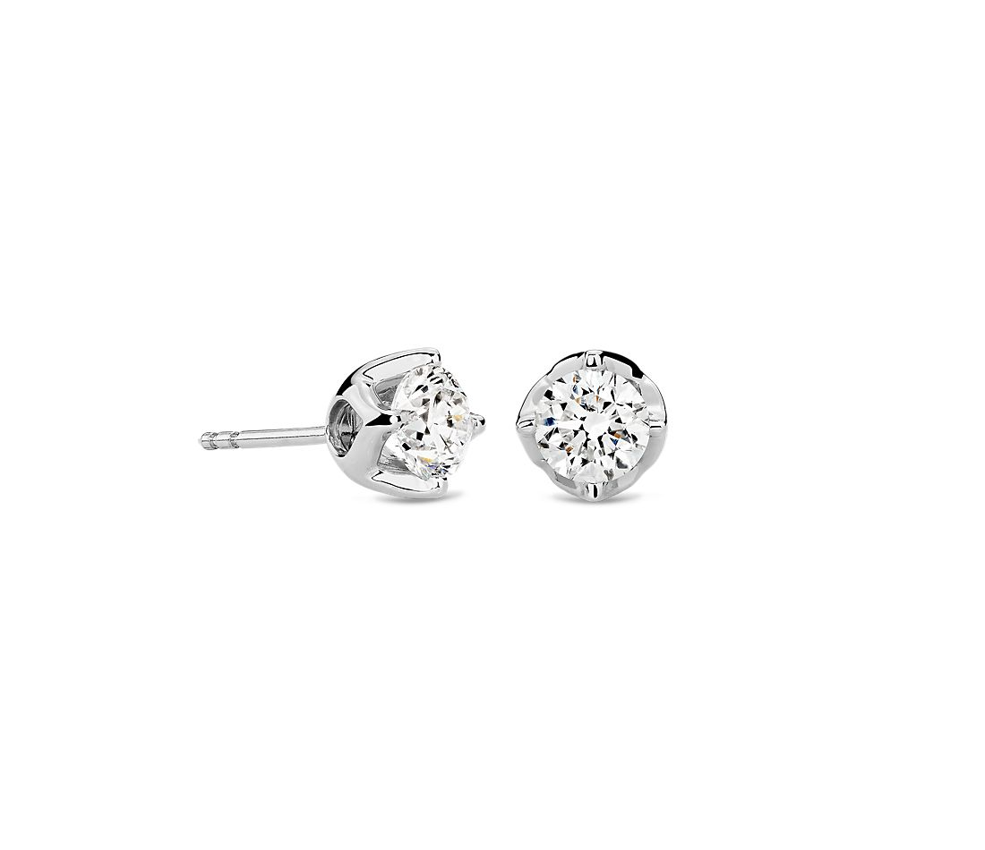 Tulip Stud Earring in 18K White Gold (1 1/2 ct. tw.)