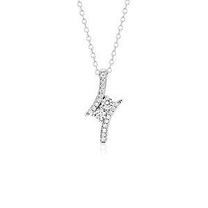 Colgante de dos diamantes en oro blanco de 14 k (1/3 qt. total)