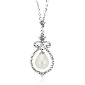 Colgante de inspiración vintage con topacios blancos y perla cultivada de agua dulce en plata de ley (8mm)