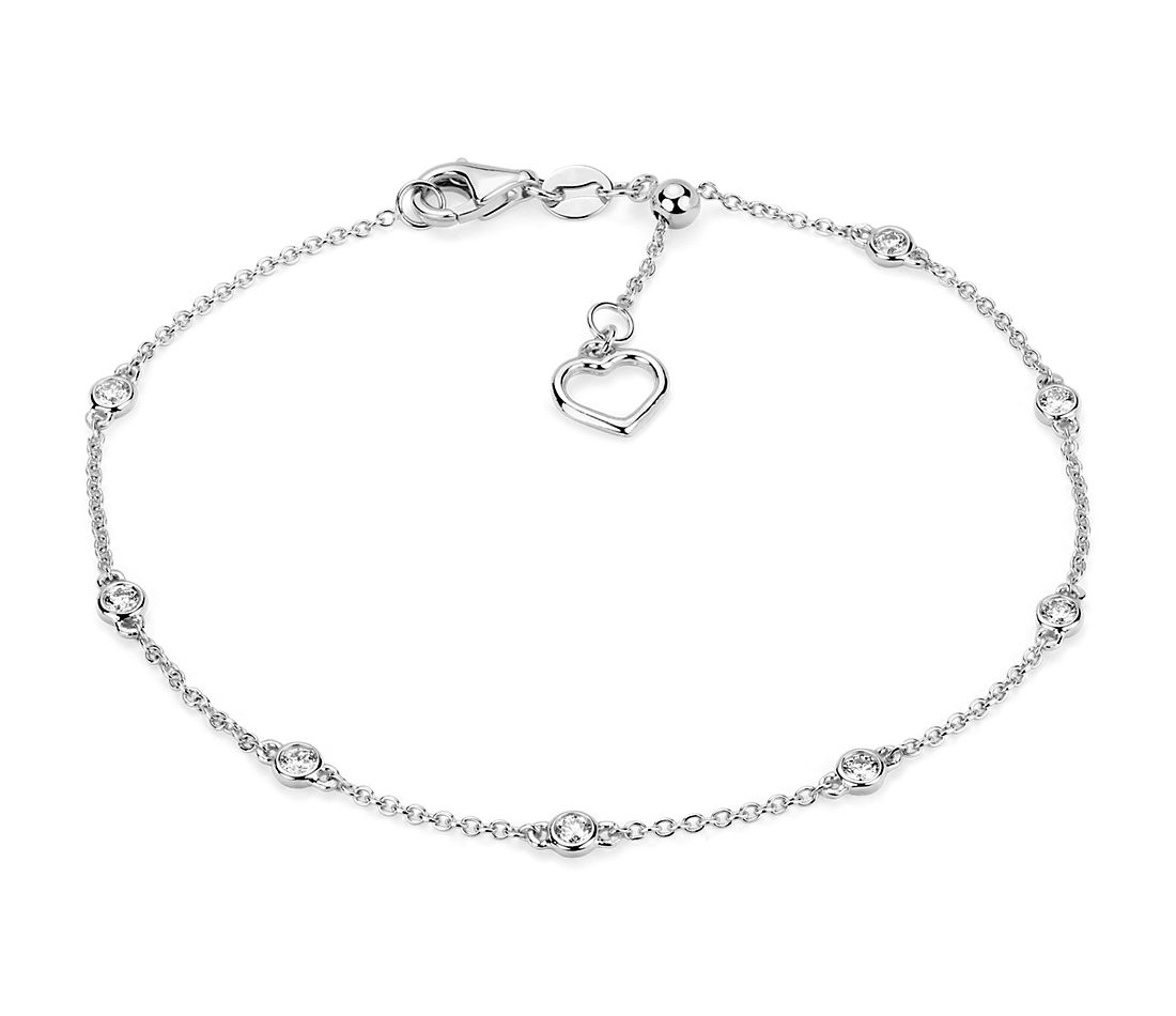 Diamond Station and Heart Bracelet in 14k White Gold (1/4 ct. tw.)