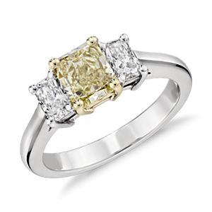 Bague diamant à trois pierres jaune clair fantaisie en or blanc et jaune 18carats (1,01 ct au centre)