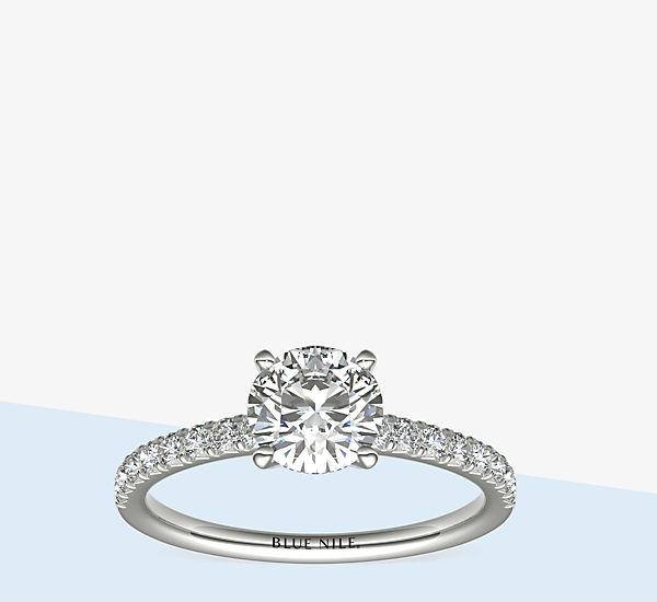 镶入铂金密钉钻石订婚戒指(1/4 克拉总重量)的圆形切割钻石。