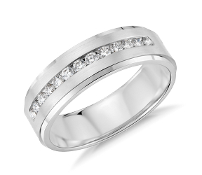 Alianza de bodas de diamantes en engarce de canal para hombre