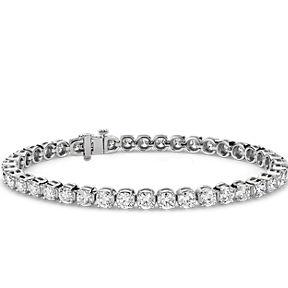 Brazalete tipo tenis clásico con diamantes redondos en oro blanco de 14k.