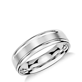 Inlay wedding band with a brushed center and curved edges in platinum.