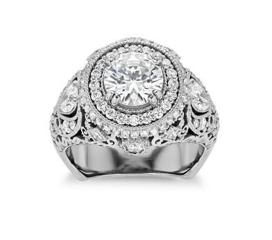 Bella Vaughan 鑽石訂婚戒指。