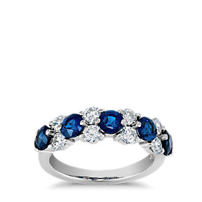 Garland ring made up of 5 round sapphires alternating with 4 pairs of round diamonds in platinum.