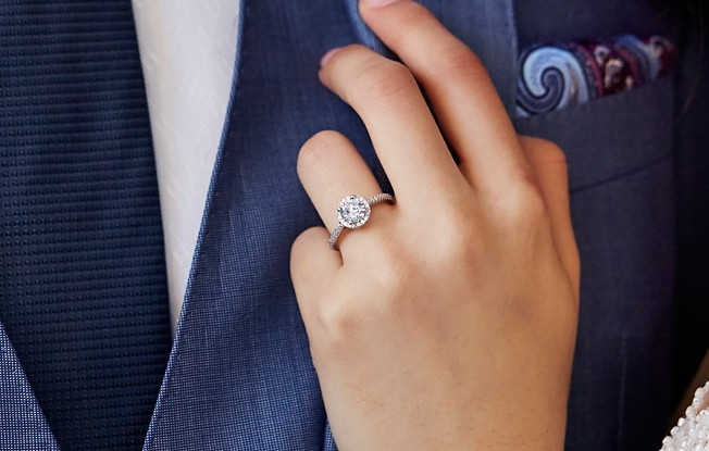 How to Determine the Perfect Ring Size | Blue Nile