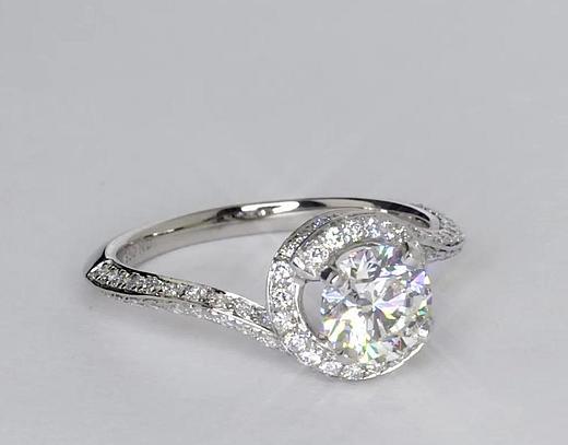 1,01 carat Bague de fiançailles halo de diamants sertis pavé