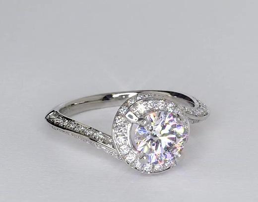 1,09 carat Bague de fiançailles halo de diamants sertis pavé