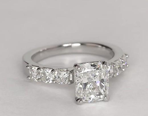Bague de fiançailles diamant taille coussin en platine (1carat, poids total)