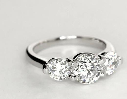 Bague de fiançailles diamant petit treillis trois diamants en platine