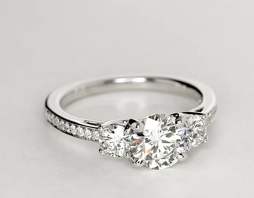 Bague de fiançailles en diamants sertis pavé de trois pierres en or blanc 14carats (2/3carat, poids total)