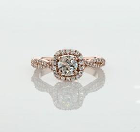14k 玫瑰金扭纹枕形光环钻石订婚戒指<br>(1/2 克拉总重量)