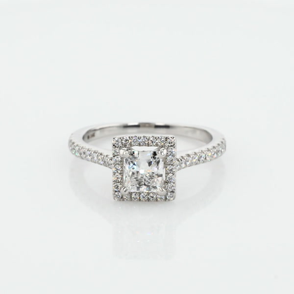 1,01 Carat Princess-Cut Floating Halo Diamond Engagement Ring