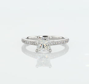 14k 白金Riviera 密釘家傳之寶大教堂鑽石訂婚戒指(1/10 克拉總重量)
