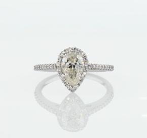 Anillo de diamantes halo con forma de pera en oro blanco de 14k