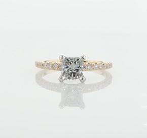 14k 黃金法式密釘鑽石訂婚戒指(1/4 克拉總重量)