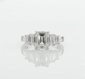 铂金四石绿宝石钻石订婚戒指