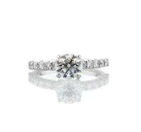 鉑金密釘鑽石訂婚戒指(1/2 克拉總重量)