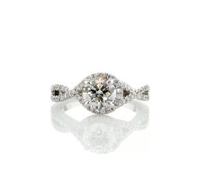 鉑金扭紋光環鑽石訂婚戒指(1/3 克拉總重量)