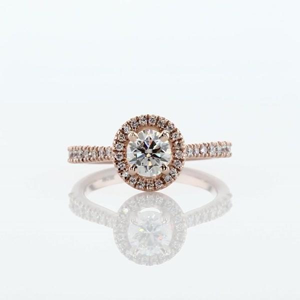 0.58 克拉鑽石橋飾光環鑽石訂婚戒指