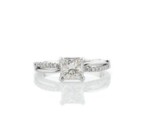 14k 白金密钉和光面分叉戒环钻石订婚戒指(1/10 克拉总重量)