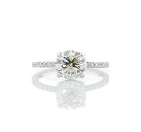 铂金 Blue Nile Studio 小巧法式密钉皇冠钻石订婚戒指(1/3 克拉总重量)