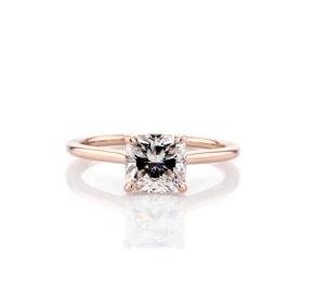 Anillo de compromiso pequeño con solitario y halo oculto de diamantes en oro rosado de 18k